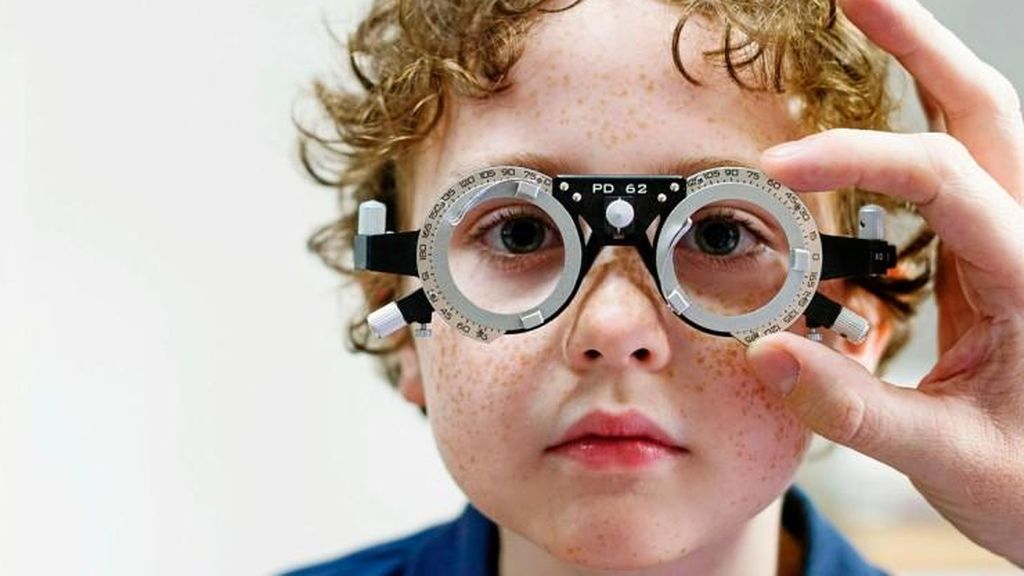 Cuanto antes acudas al oftalmólogo, mejor será para la visión del niño.
