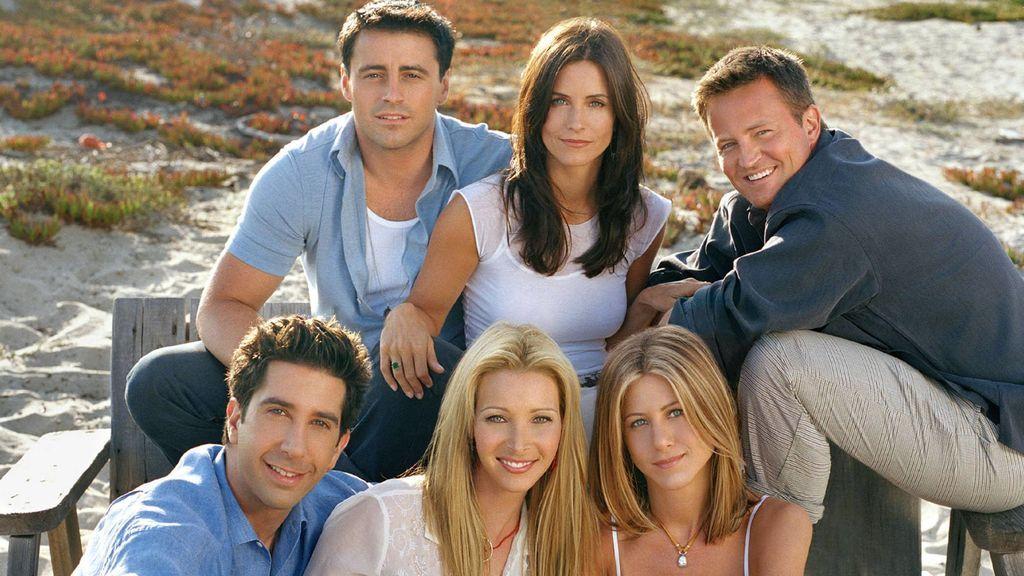 Jennifer Aniston, junto a sus compañeros de reparto, en 'Friends'.