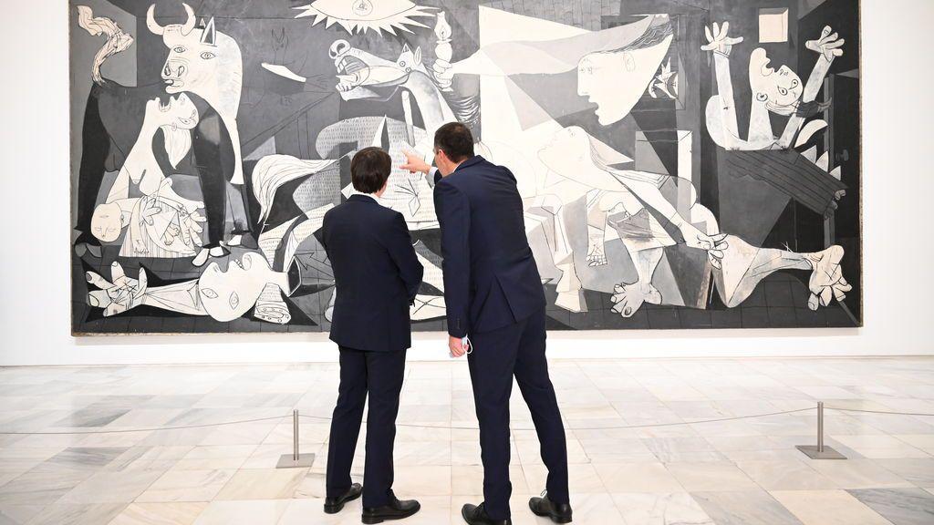 Sánchez y Conte disfrutan del Guernica