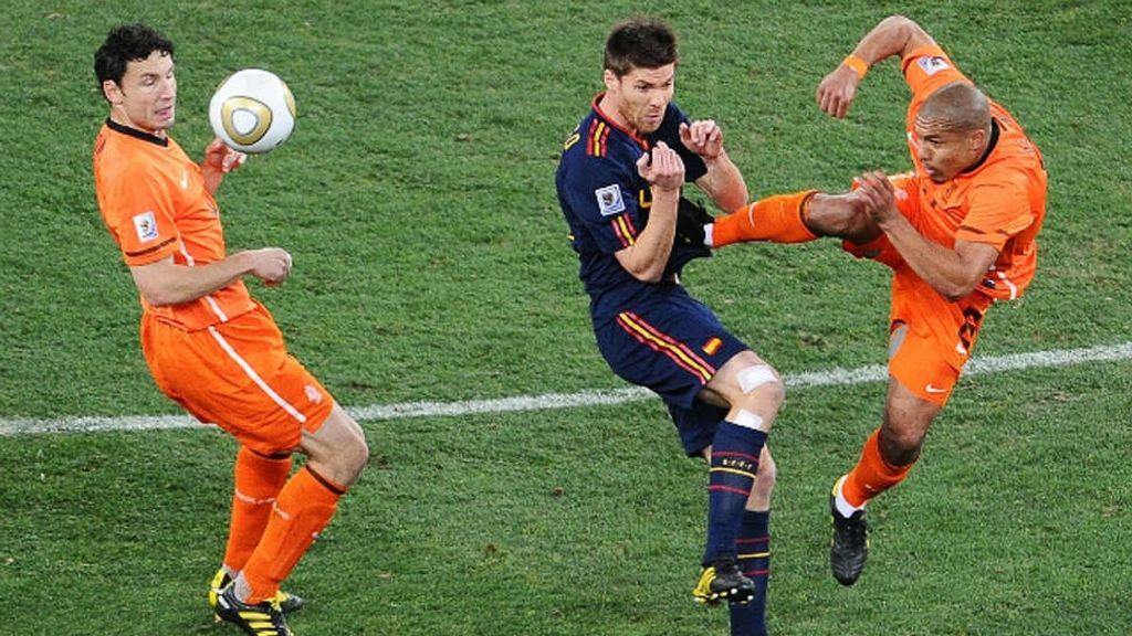 Entrada de De Jong a Xabi Alonso en la final del Mundial de 2010
