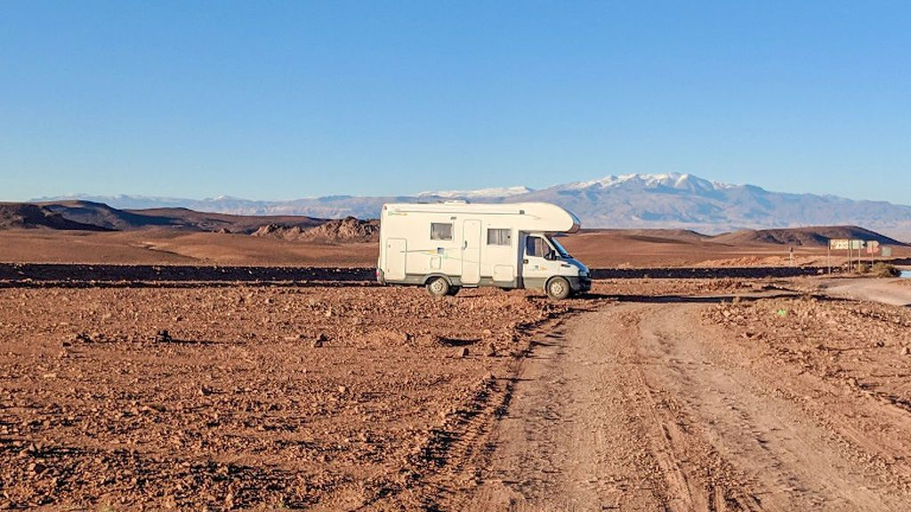 Alquilar o comprar una furgoneta en verano: ¿qué me conviene realmente?