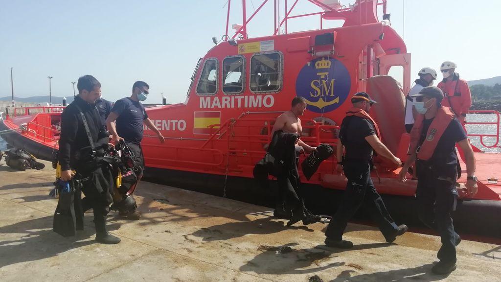 Continúa la búsqueda de dos jóvenes en A Coruña: habían robado un kayak para dos personas y subieron tres, uno de ellos no sabía nadar