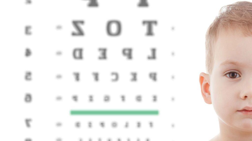 ¿Cómo puedo identificar si mi hijo tiene un ojo vago?