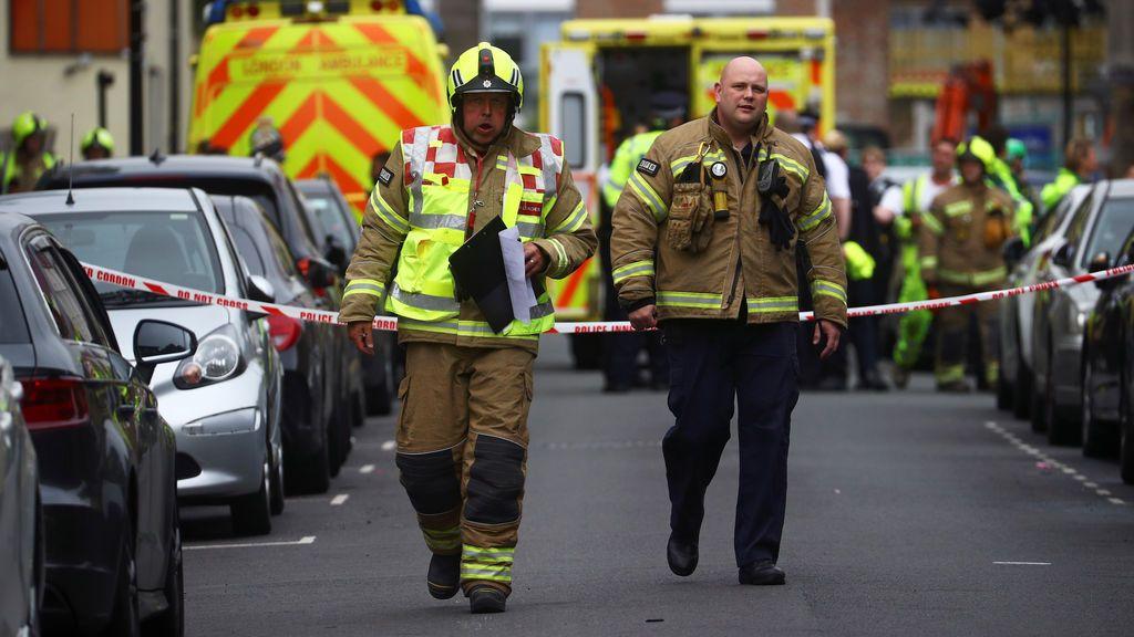 Una grúa de 20 metros cae sobre un edificio en construcción en Londres causando 4 heridos y varios desaparecidos