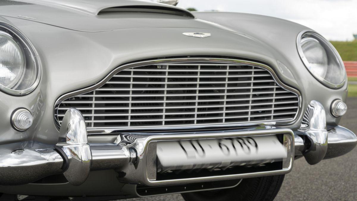 Aston Martin DB5 Goldfinger Continuation_14.jpg