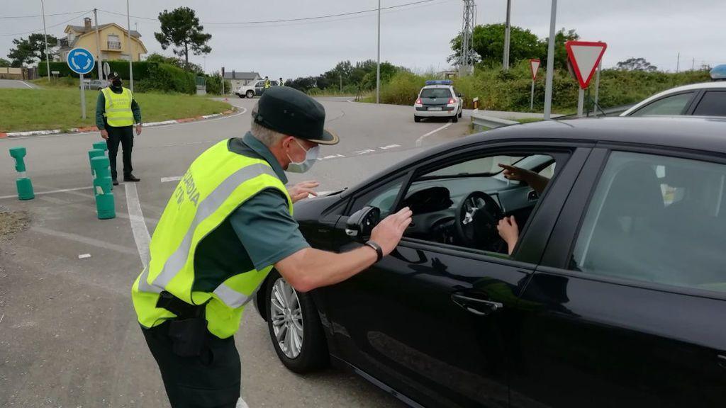 Control de la Guardia Civil en Ribadeo, en la salida de la autovía A-8