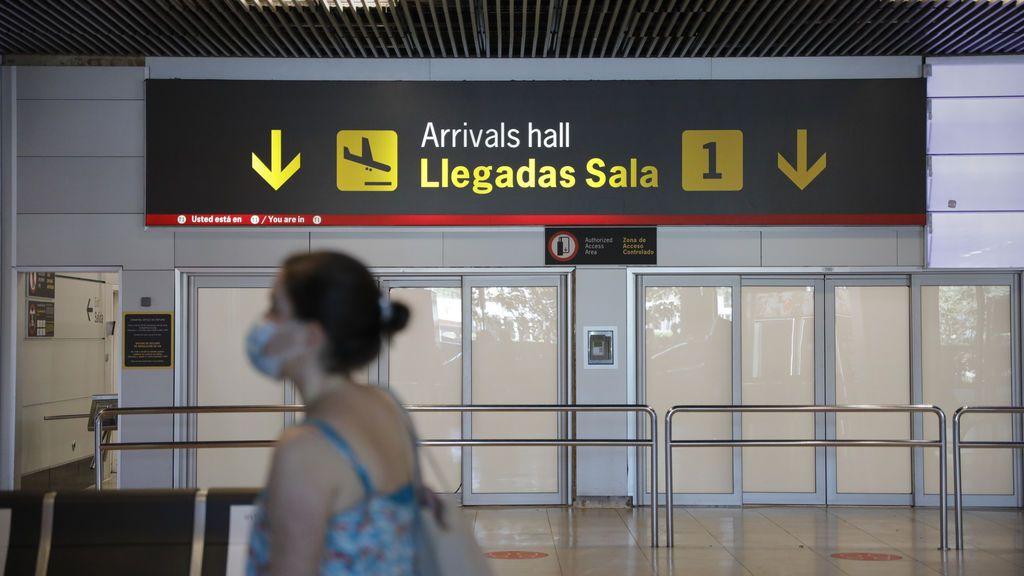 Sanidad exterior comunica a Madrid los dos primeros casos de Covid localizados en Barajas