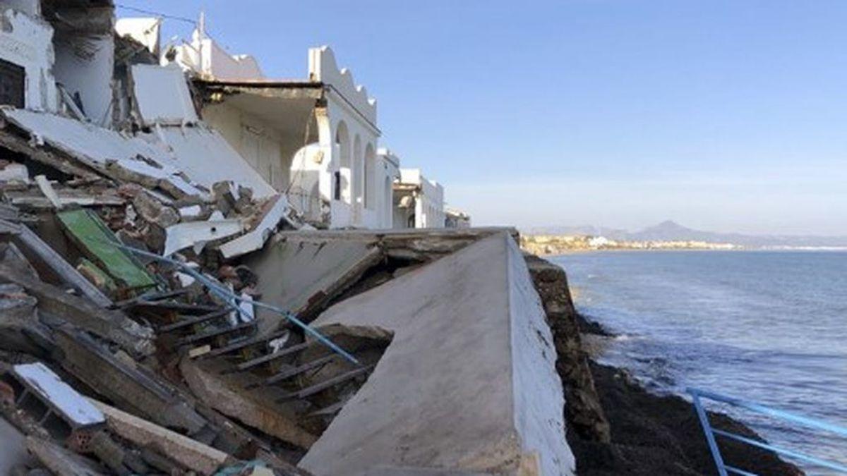 Las playas desaparecidas de Dénia,  llena de obstáculos para los bañistas