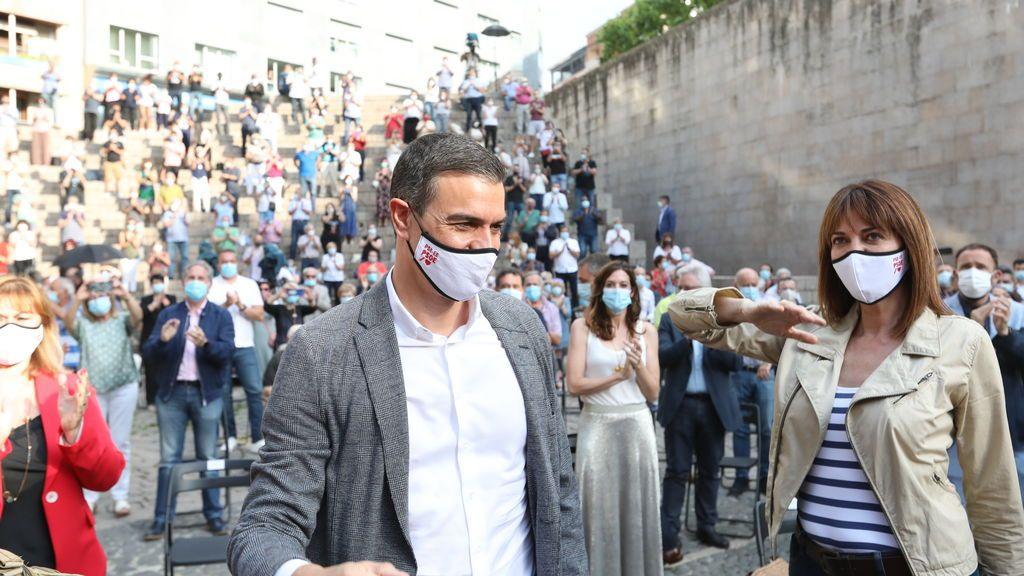 Pedro Sánchez arropa a Idoia Mendia en un acto electoral en Vitoria