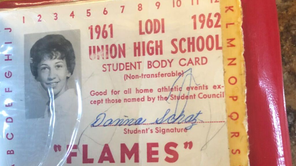 """Una mujer recupera el monedero que perdió en una sala de cine en 1962: """"Es increíble"""""""