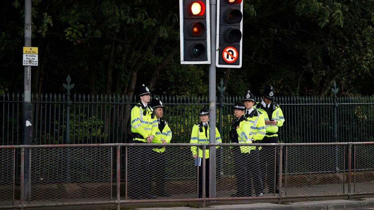 La policía de Liverpool (Reino Unido) dispara a una mujer que portaba un cuchillo por la calle