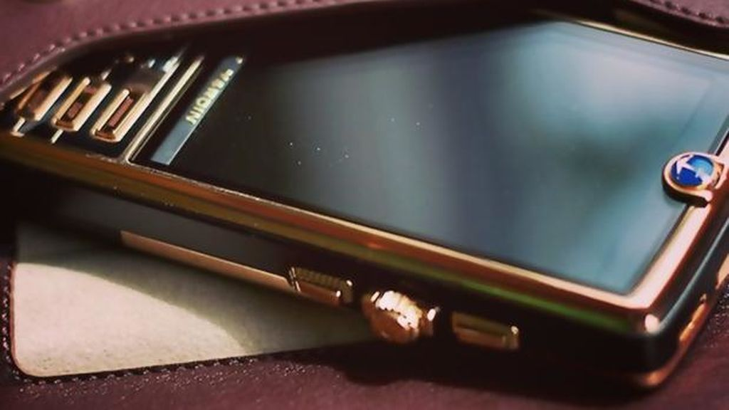 No es un iPhone y tampoco un Samsung, el teléfono más caro del mundo tiene 2.000 diamantes