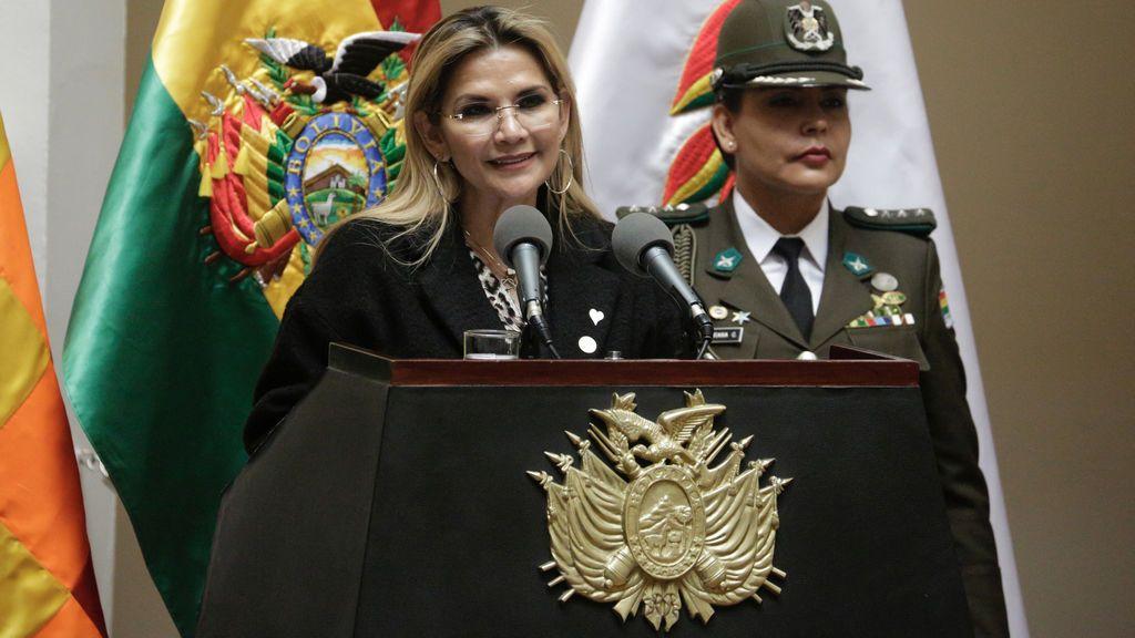 La presidenta interina de Bolivia da positivo por coronavirus