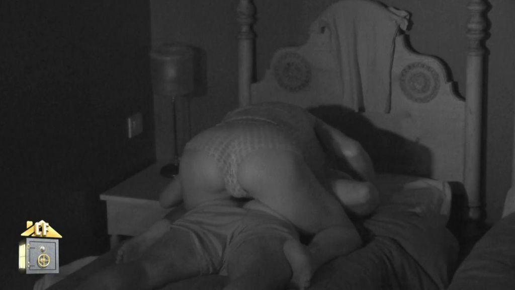 """El masaje de Yola a Cristian en plena noche acaba dando lugar a su noche más erótica: """"Me gusta hacértelo"""""""