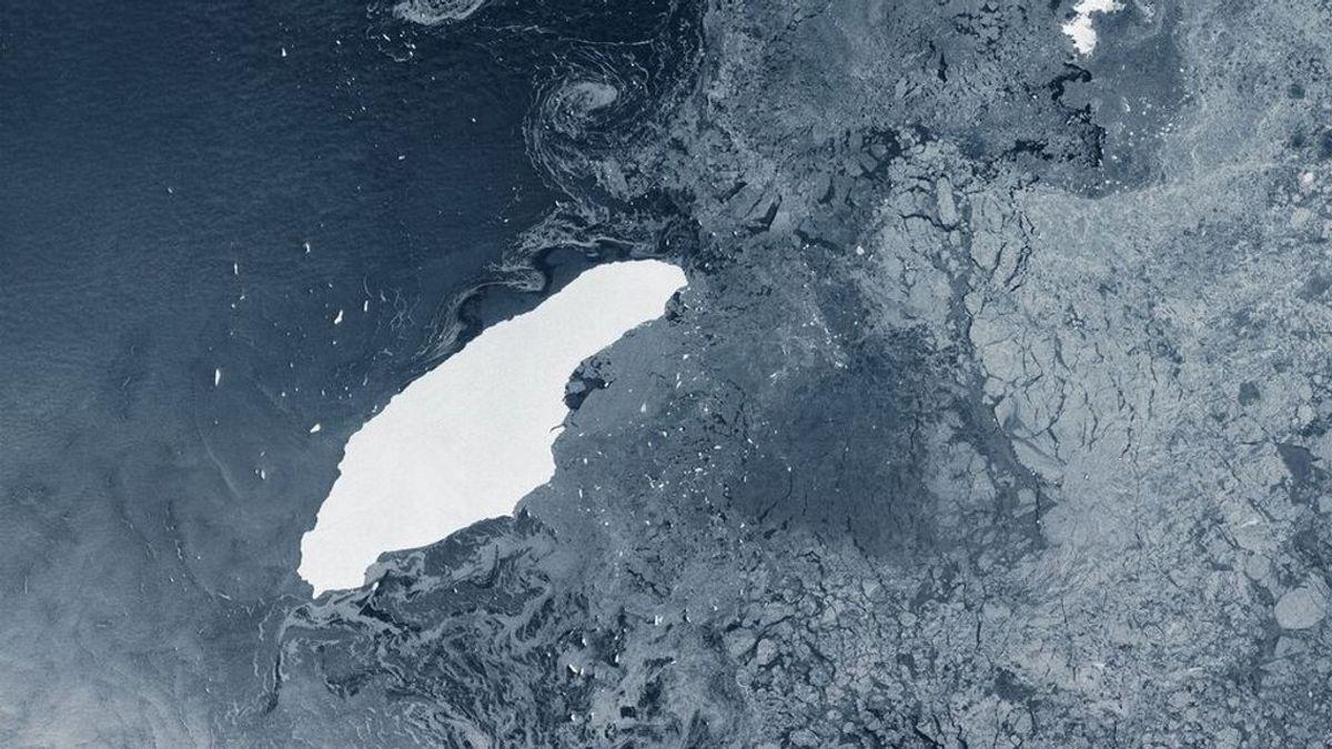 A mar abierto en el Atlántico: el gigante A-68 ya es uno más en la autopista de los icebergs