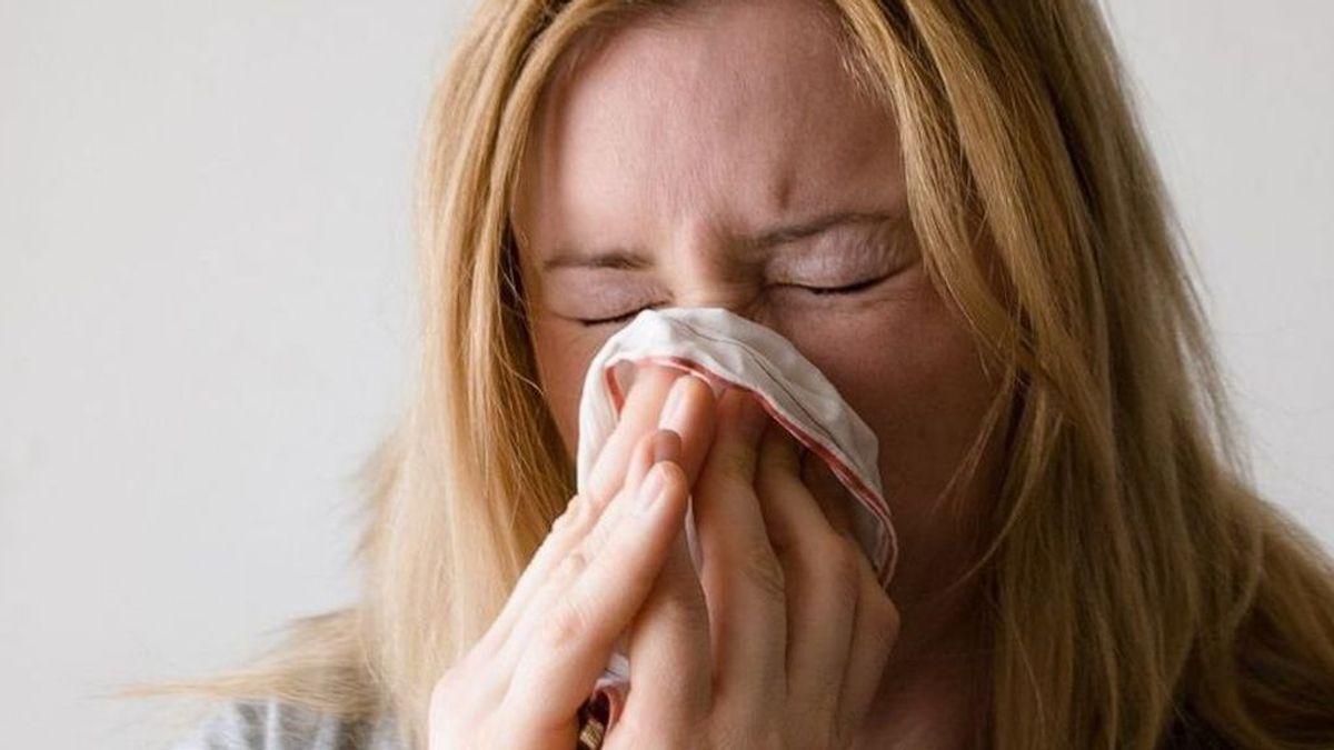Evitar los resfriados veraniegos es posible: entre los consejos, no zambullirse en el agua de golpe