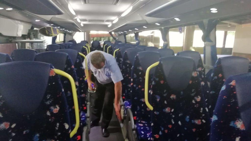 Viaja de Madrid a Vigo con síntomas de coronavirus, en un autobús lleno, y lo ingresan en la UCI al llegar