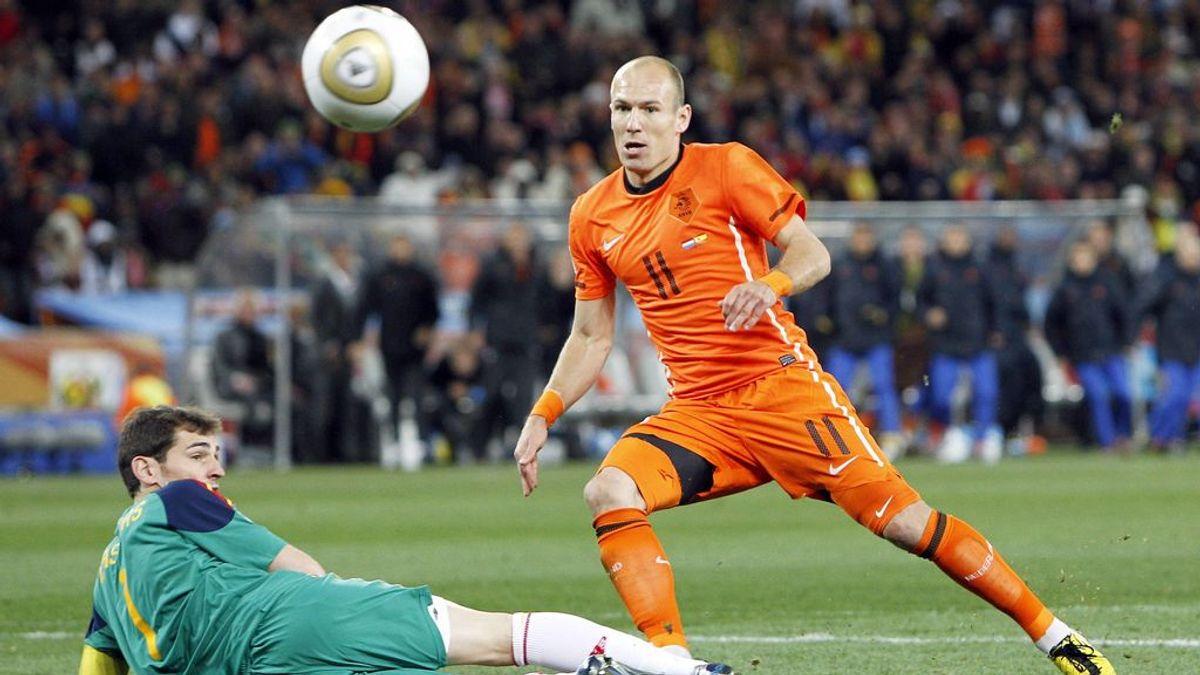 Las cinco claves del España-Holanda donde fuimos campeones: de la patada a Xabi Alonso, a la parada de Casillas a Robben