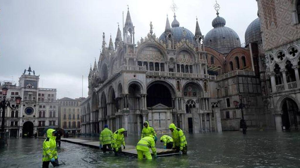 Venecia prueba con éxito las 78 compuertas que la protegerán de las inundaciones del Adriático