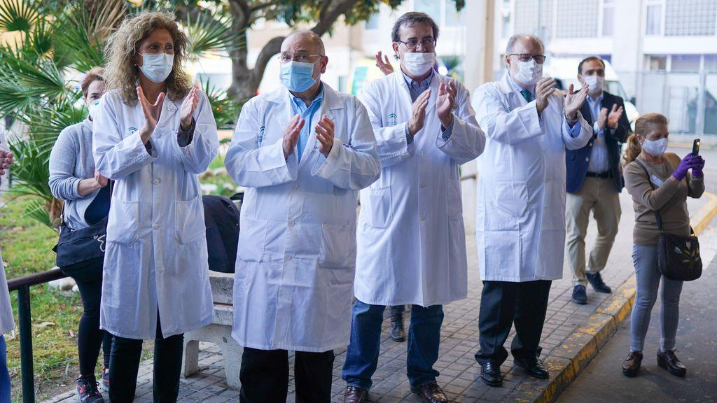 La Junta de Andalucía propone una paga extra para los sanitarios por su labor durante la COVID-19