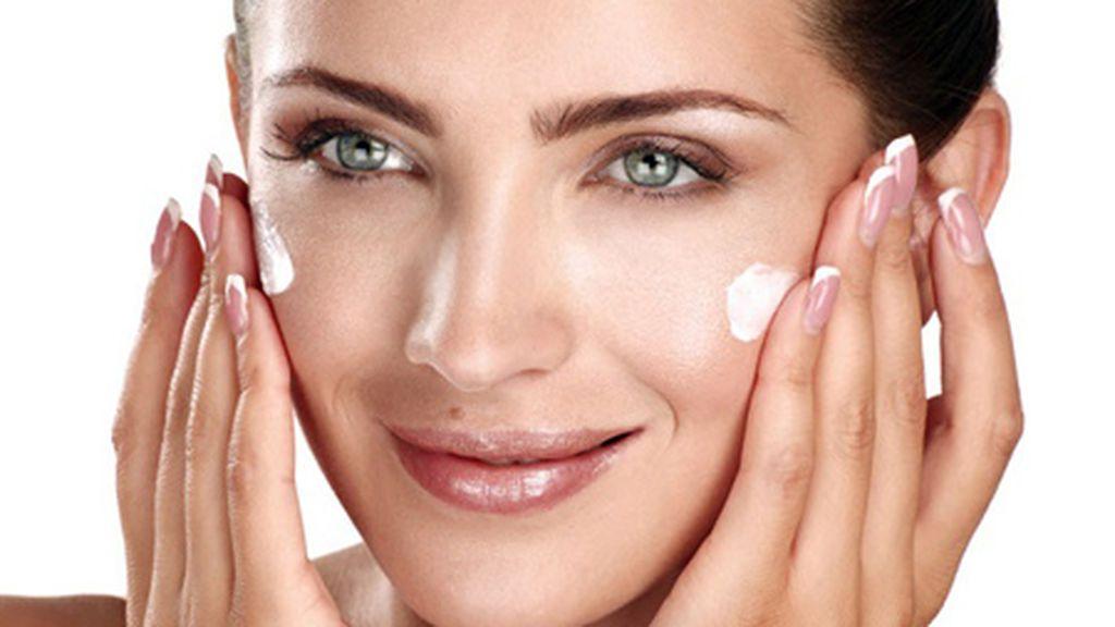 Para ello, tendrás que utilizar una crema hidratante, mascarilla y sérum.