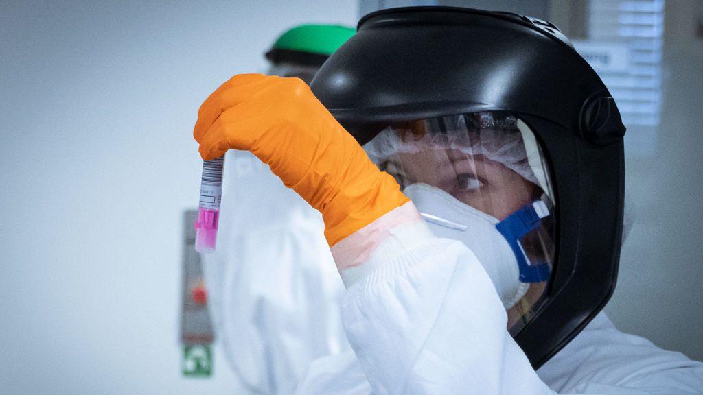"""La OMS dice que es """"muy improbable"""" que los países puedan erradicar el coronavirus en estos momentos"""