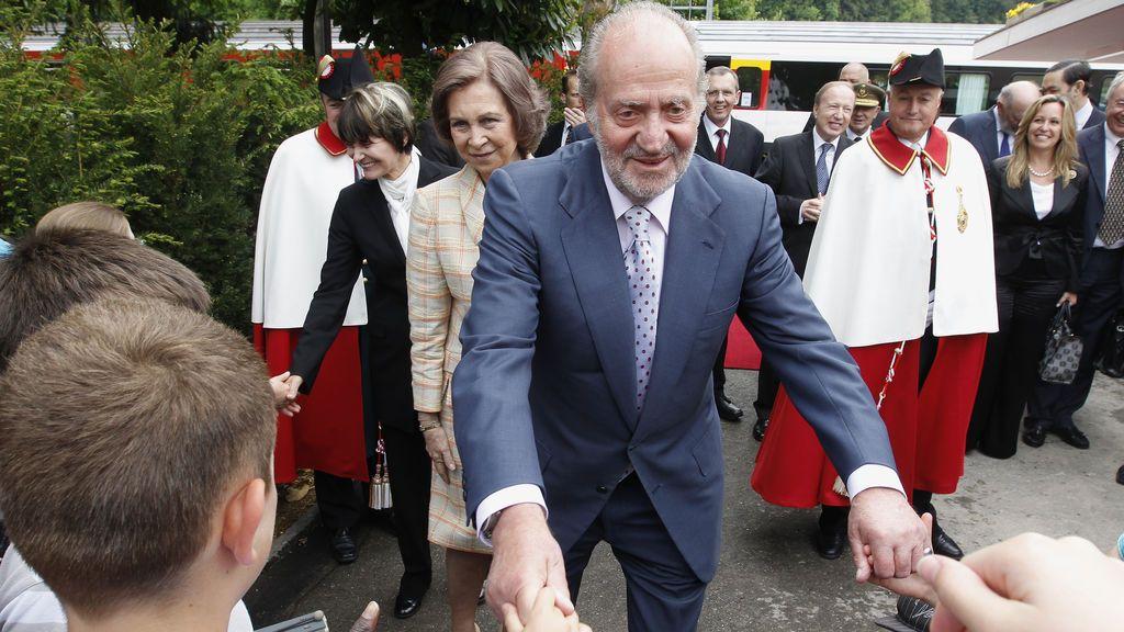 Las idas y venidas del rey Juan Carlos al cajero suizo para sacar 100.000 euros mensuales en billetes