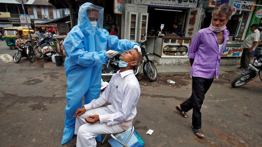 India rebasa los 800.000 casos de coronavirus tras registrar más de 27.000 contagios en un día