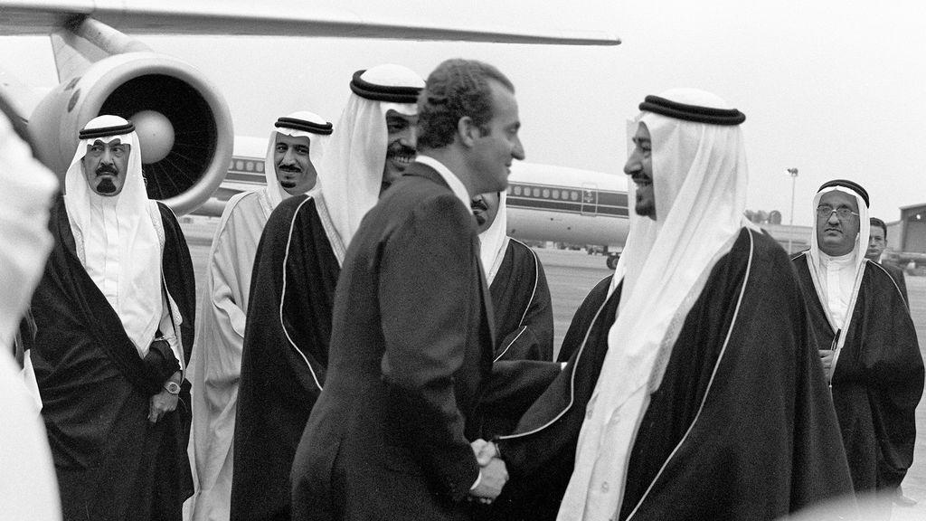 El rey Juan Carlos visita al rey Jaled de Aarabia saudí en 1977