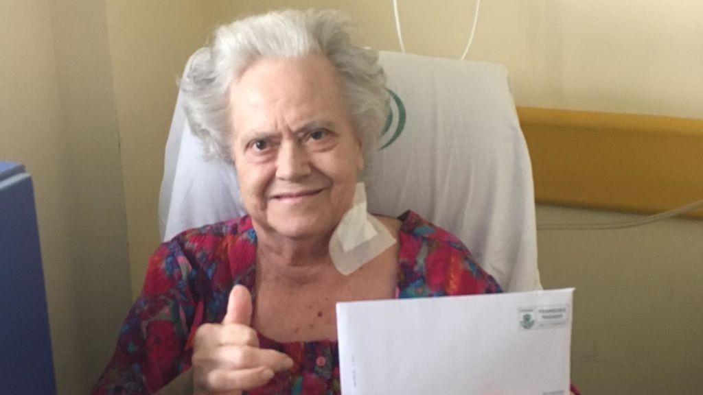 """""""La vida nos ha dado una prórroga con mi madre, de 84 años, que dio negativo en COVID-19 y ha superado dos operaciones gracias a su vitalidad"""""""