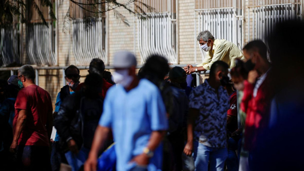 La pandemia bate récord diario de contagios con 229.000 y supera los 560.000 muertos