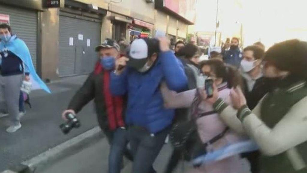 Agresión a periodista argentinos durante una manifestación contra el confinamiento