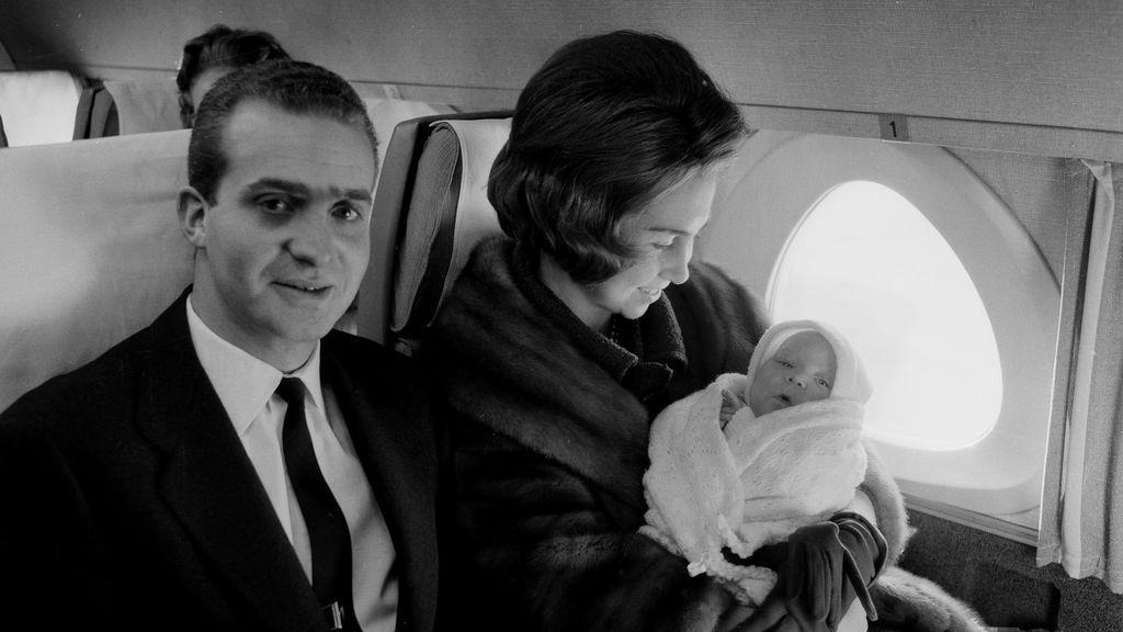 Viaje de los entonces príncipes de España con la infanta Elena