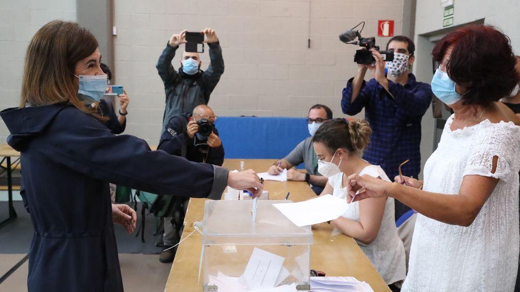 La candidata a lehendakari de Elkarrekin Podemos-IU, Miren Gorrotxategi,ejerce su derecho al voto