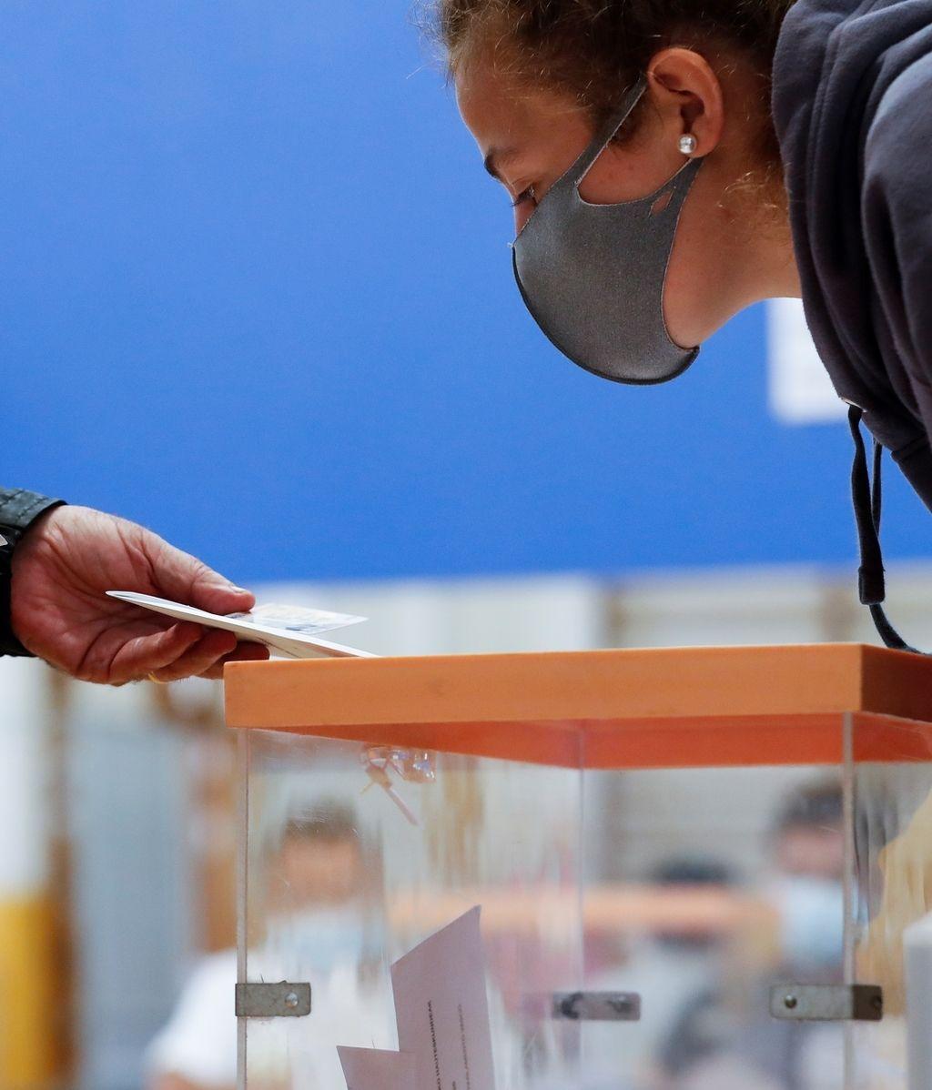 La estética electoral del 12J: vascos y gallegos acuden a las urnas en la nueva normalidad, en imágenes