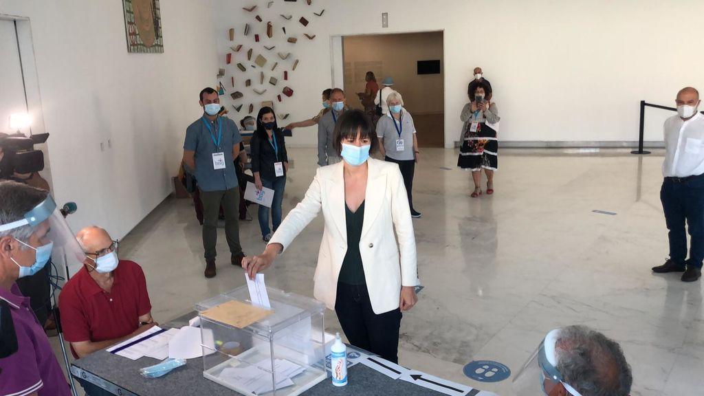 Vota la candidata del BNG a la presidencia de la Xunta de Galicia, Ana Pontón