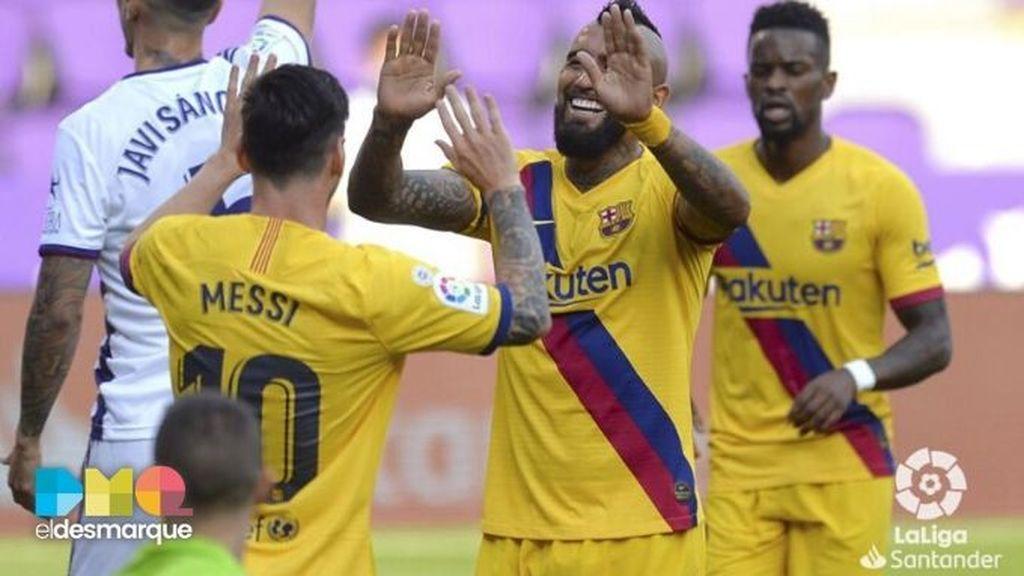 Messi y Vidal celebran un gol en el Valladolid-Barcelona