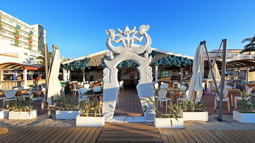 Los beach clubs imprescindibles para un verano de lujo en España.