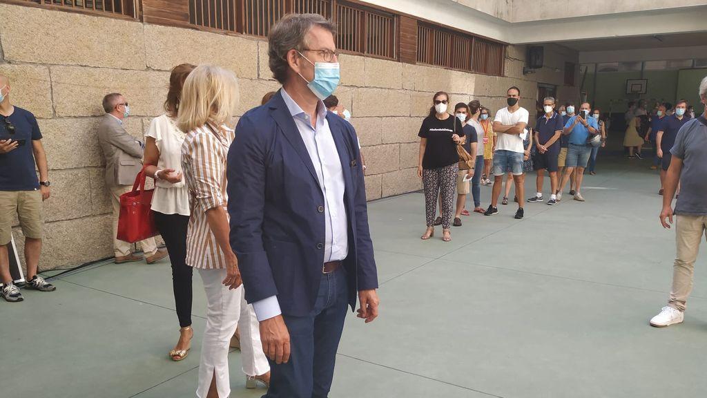 Feijóo vota en la elecciones gallegas