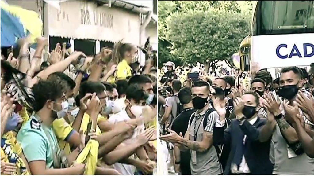 El mal ejemplo de la afición del Cádiz: aglomeración en las puertas del Carranza sin de distancia de seguridad