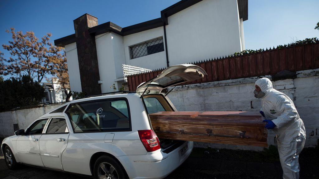 Chile roza los 7.000 muertos entre desconfinamientos y nuevas cuarentenas
