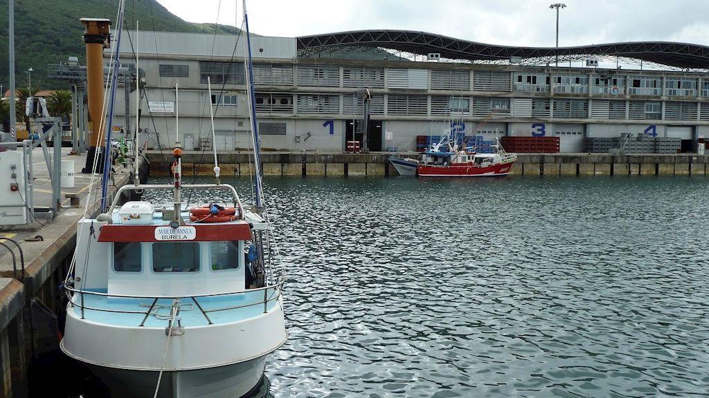 Un tercer marinero de los barcos gallegos atracados en Santoña da positivo por Covid-19