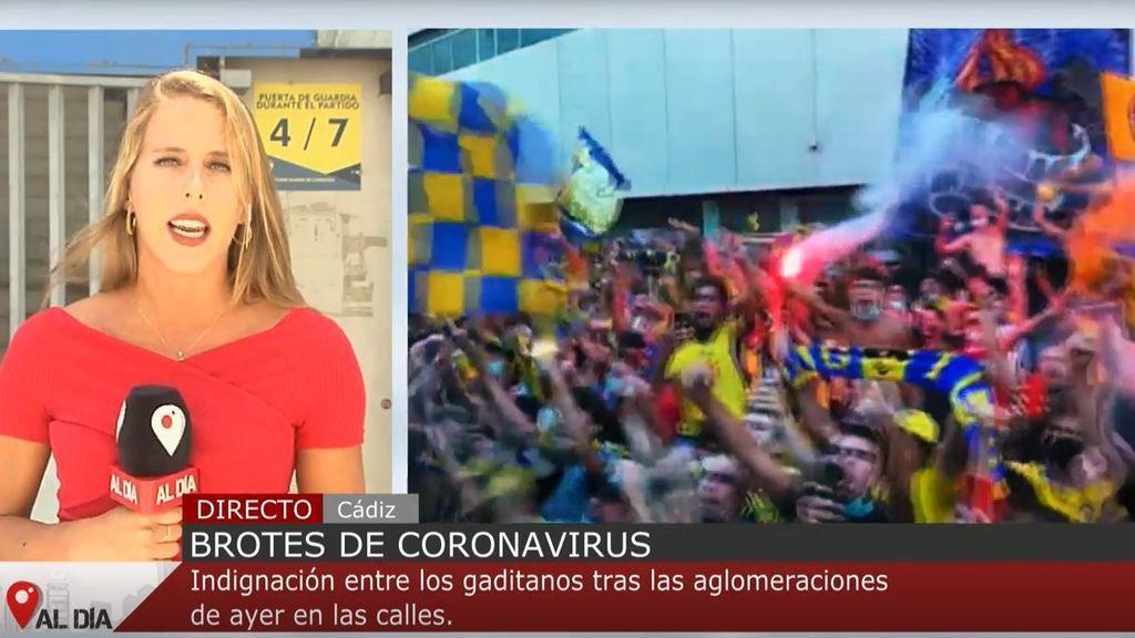 Indignación y críticas entre los gaditanos tras la aglomeración por el partido de fútbol del Cádiz C.F.