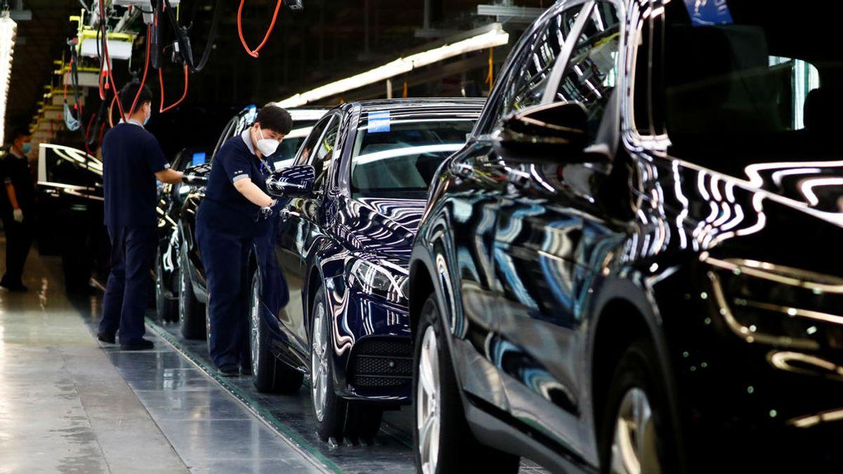El grupo automovilístico alemán Daimler planea el recorte de más de 15.000 empleos