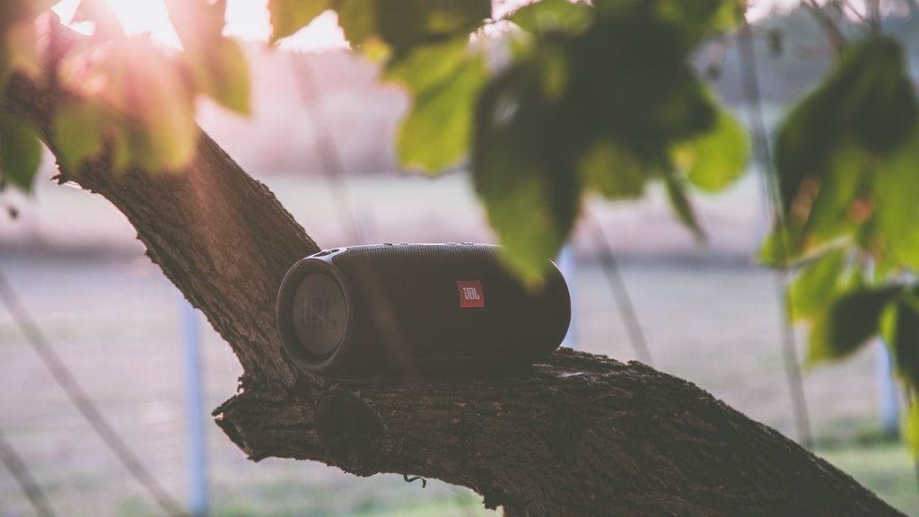 Altavoces portátiles premium para disfrutar al máximo de tu jardín