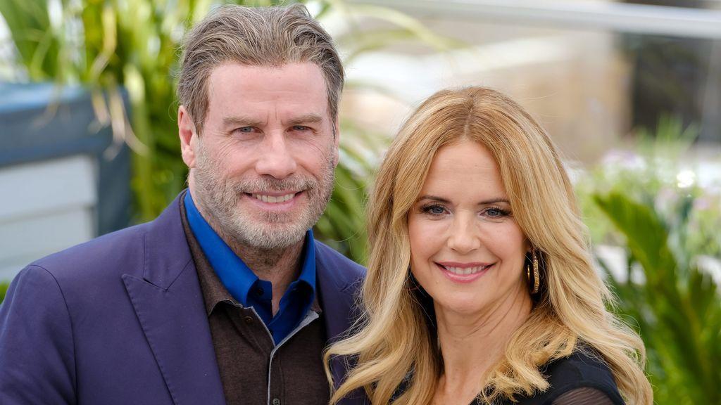 John Travolta y su mujer