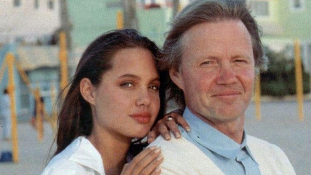 Angelina creció en un ambiente muy inestable.
