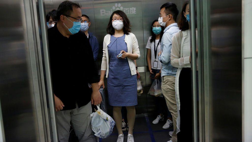Un minuto es suficiente para contagiar a 71 personas de coronavirus sin coincidir con ellas