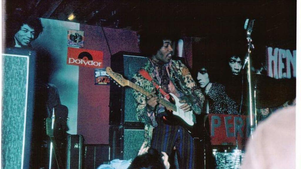 La camisa de flores estampadas de Jimi Hendrix