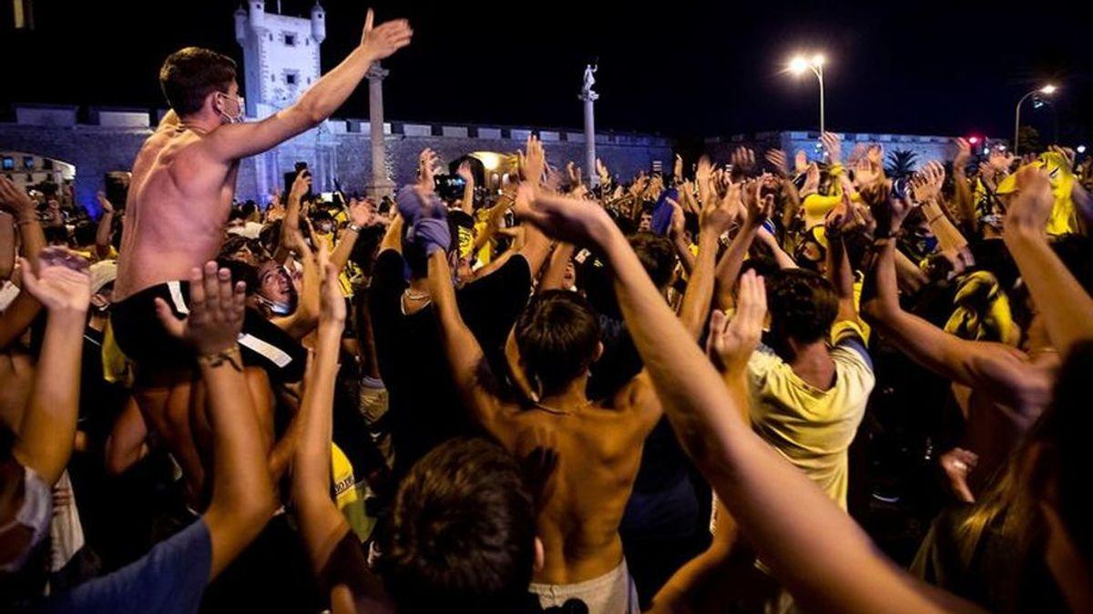 Guerra a los descerebrados: de la afición del Cádiz a Toledo, que ya prohíbe el botellón